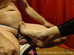 Vends-ta-culotte - Mistress foot care by a submissive man