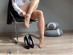 secretarys feet in pantyhose and high heels - business-bitch