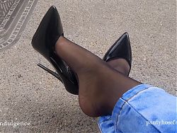 Pantyhose Feet in the Streets of Colombia